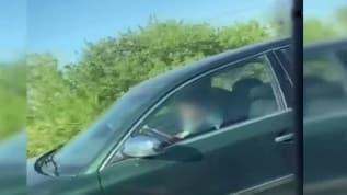 Şehirler arası yolda otomobil kullan çocuğu görenler gözlerine inanamadı