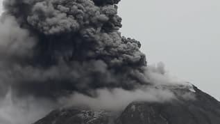 Sinabung yanardağı yeniden hareketlendi