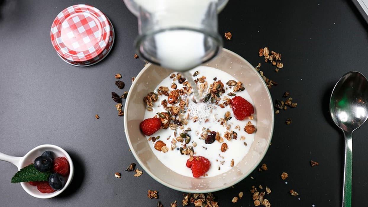 <p>A vitamini süt ürünleri, balık ve et dahil olmak üzere hayvan kaynaklı gıdalarda bulunuyor. A vit