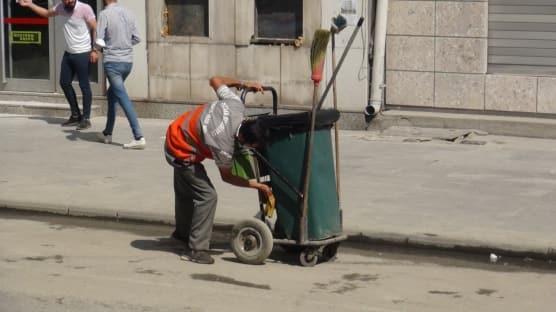 Ekmek teknesini temizlerken Türkiye'nin gündemine oturdu