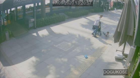 Bebek arabasından düşen çocuğuna tokat atan baba gözaltına alındı