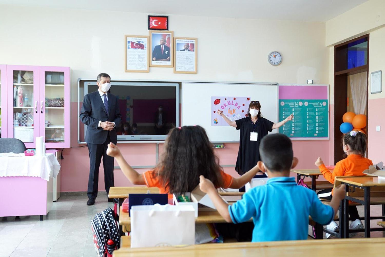 <p></p><p><span >Milli Eğitim Bakanı Ziya Selçuk, Etimesgut ilçesi Bağlıca Abdurrahim Karakoç ilkoku