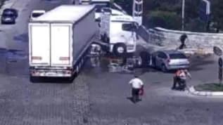 Kayseri'de kaza anı kamerada: Son sürat tıra çarptı