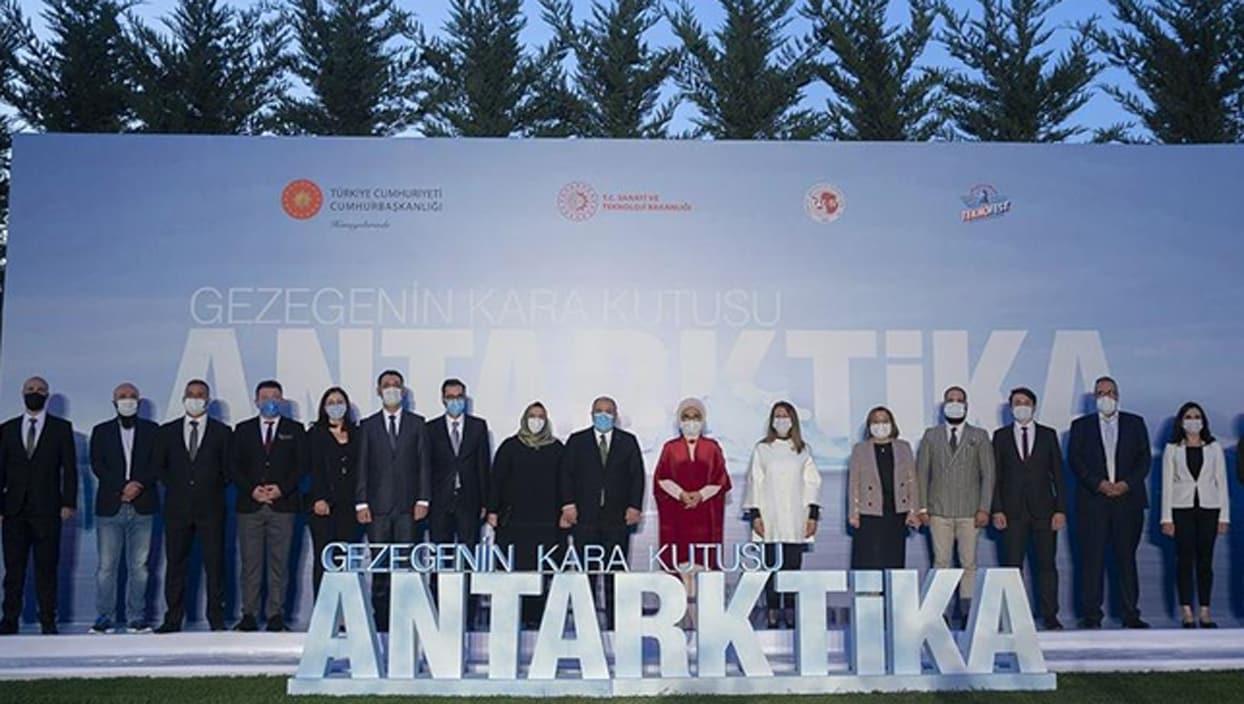 <p>Emine Erdoğan, belgeselin bir kadın tarafından çekildiğini hatırlatarak ekip başının kadın olduğu