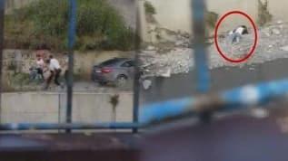 İstanbul'un göbeğinde kan donduran görüntü: Restoran sahibini dövüp dereye attılar