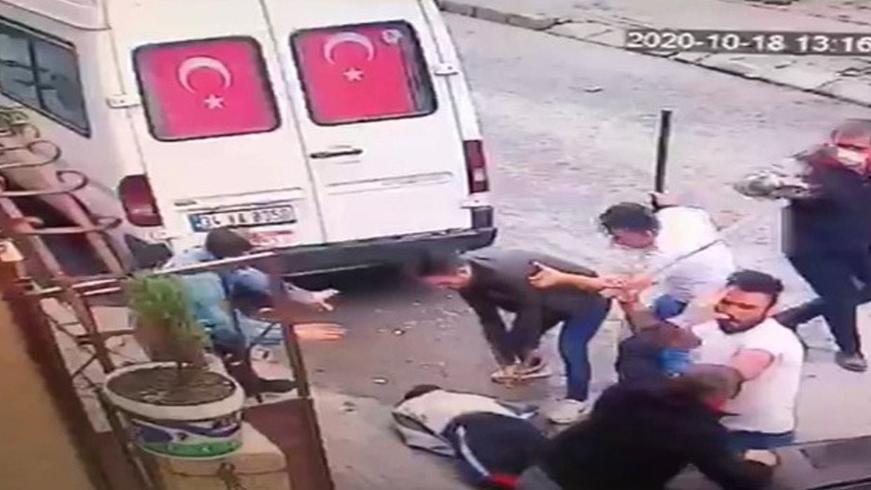 <p>Avcılar'da 2 kişinin yaralandığı baltalı kavgaya ilişkin 3 şüpheli çıkarıldıkları mahkemece tutuk