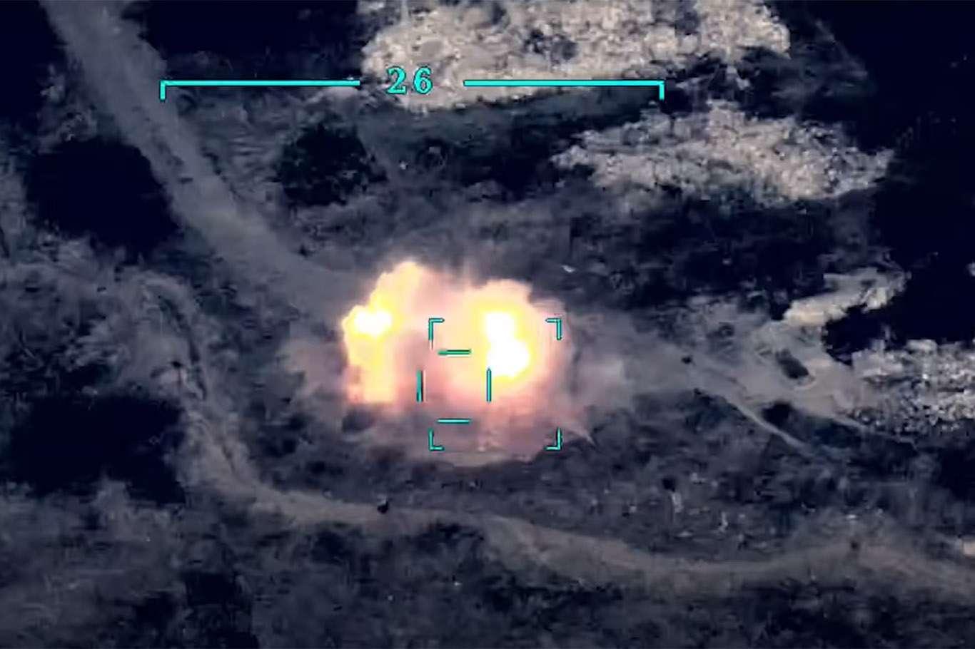 <p>Azerbaycan ordusunun savunma hattına top ve havanlarla ateş açan Ermenistan güçlerine karşı açıla