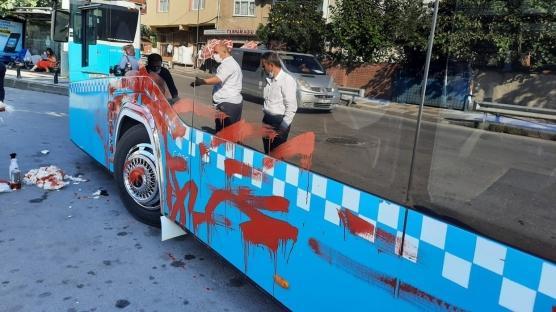 Ümraniye'de ilginç olay: Öfkeli kadın otobüsü önce yumrukladı sonra boyadı