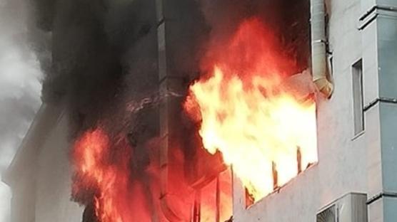 Kağıthane'de 4 katlı iş merkezinde yangın çıktı