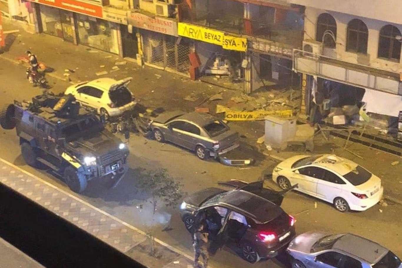 <p>Hatay'ın İskenderun ilçesi Fener Caddesi'nde bir patlama meydana geldi. Patlamanın ardından bölge