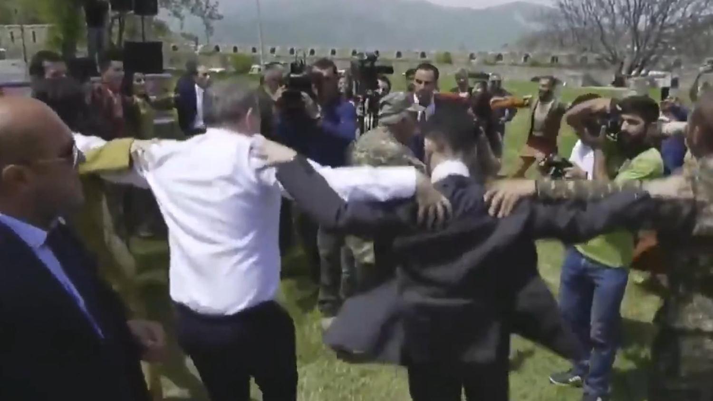 <p>Azerbaycan'ı cephede yenemeyen Ermenistan'ın Başbakanı Nikol Paşinyan'ın işgal altınd