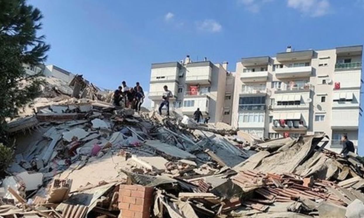 <h3><u>GÜNDEM</u></h3><h3>İzmir'de 6,6 büyüklüğünde deprem</h3><p>İSTANBUL'DA DA HİSSEDİLDİ</p><p>İz