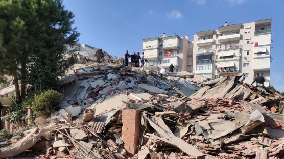 İzmir'deki 6.6 büyüklüğündeki depremden ilk görüntüler geldi