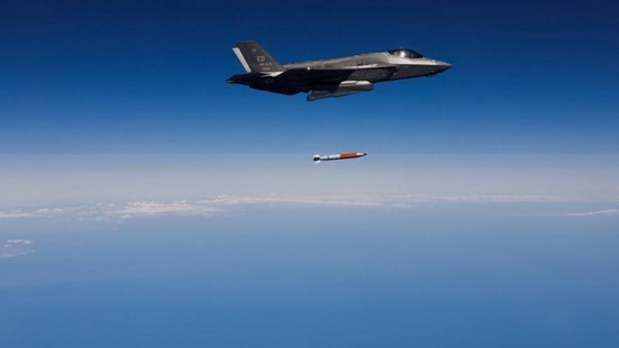 <p></p><p><span>ABD'nin B61-12 tipi nükleer bombanın tam boy modelini ilk kez F-35A savaş uçağında t