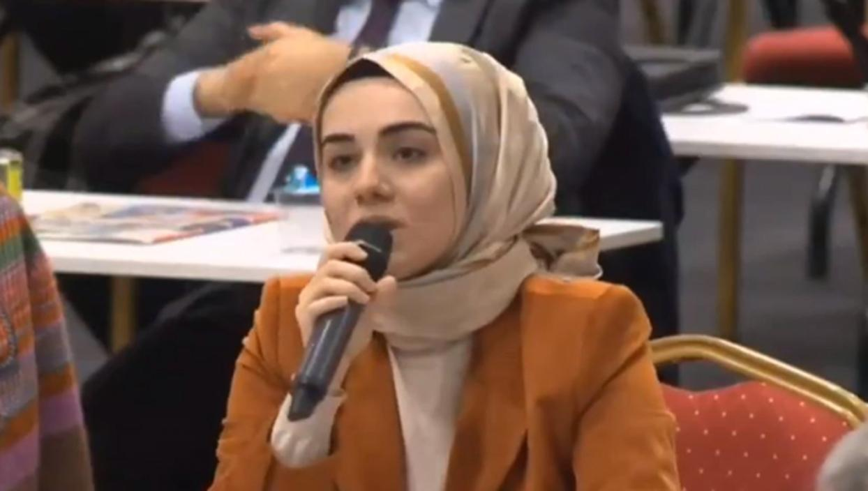 <p>AK Parti İstanbul Büyükşehir Belediyesi Meclis Üyesi Kübranur Uslu, İBB Meclisi'nde CHP'nin