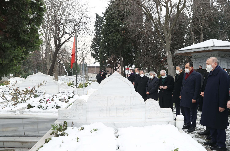 <p>Başkan Recep Tayyip Erdoğan, eski başbakanlardan Prof. Dr. Necmettin Erbakan'ın kabrini ziyaret e