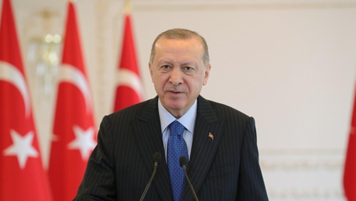 <p>Başkan Recep Tayyip Erdoğan, cuma namazı çıkışı basın mensuplarının sorularını yanıtladı. Erdoğan
