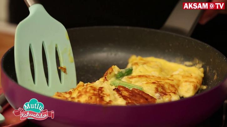 Kuşkonmazlı Keçi Peynirli Omlet Tarifi