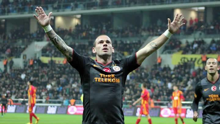 Wesley Sneijder sakatlandı...