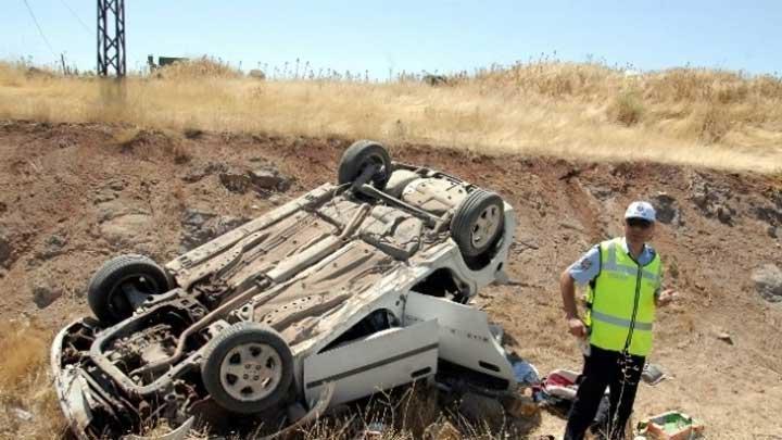 3 araç şarampole yuvarlandı: 7 yaralı