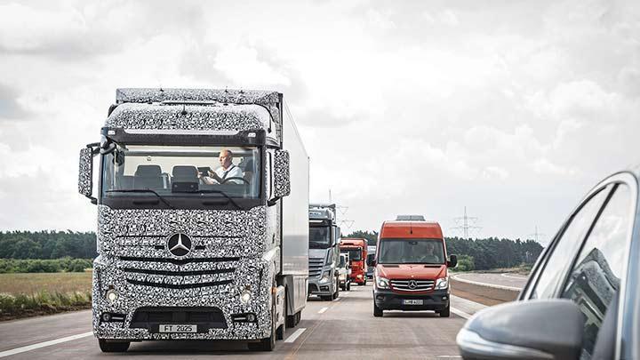 Aç tabletini işine bak bu kamyon şoförsüz gidiyor