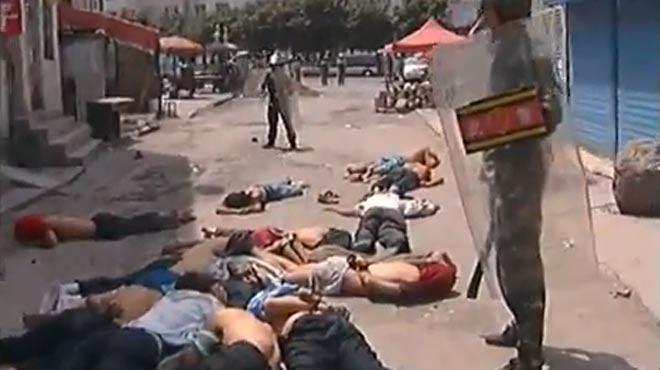 Çin polisi 'oruç tutan' 18 Uygur'u katletti