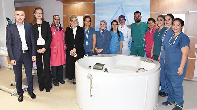 Devlet Hastanesi'nde suda doğum