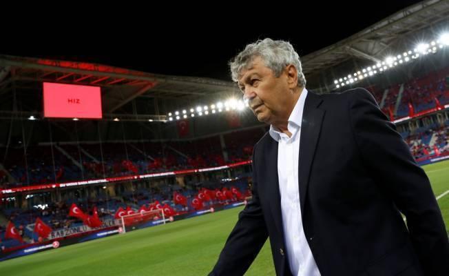 Lucescu: Alt liglerde sürekli oynayan ve yaş kriterine uyan futbolcuları görmek istedik