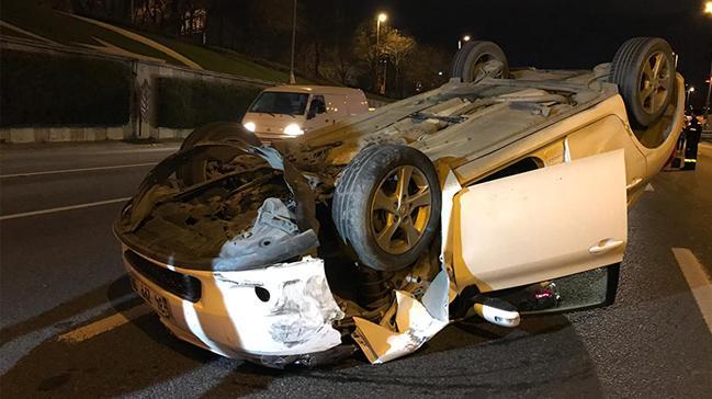 E-5 Karayolu Edirnekapı mevkiinde otomobil takla attı, sürücüsü yara almadan kurtuldu