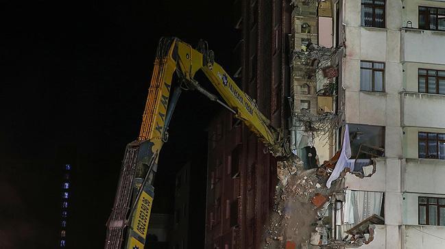 Kartal'da çöken binanın yanındaki Yunus Apartmanı yıkılıyor