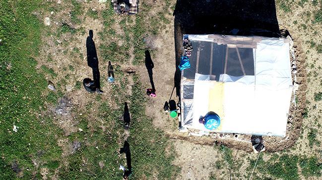 Biri down sendromlu 2 torunla çadırda yaşam mücadelesi