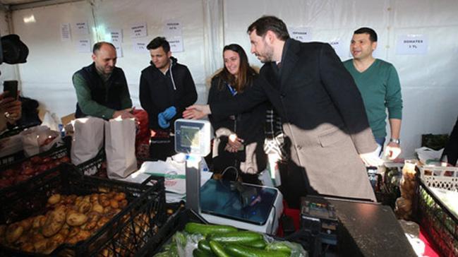Hazine ve Maliye Bakanı Albayrak, Üsküdar tanzim satış noktasını ziyaret etti