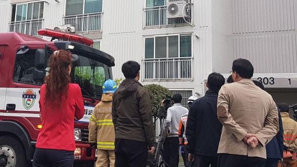 4 yıldır yalnız yaşayan adam yaşadığı apartmanda yangın çıkardı! Kaçanları bıçakladı