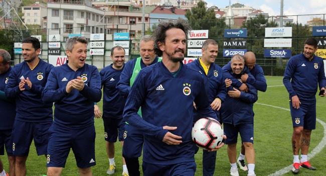 Fenerbahçe'nin eski futbolcuları kulüp tesislerinde maç yaptı