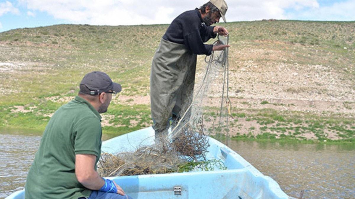 Yamula Barajı'nda 2 bin 600 metrelik kaçak misina ağı ele geçirildi
