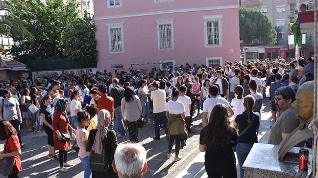 İzmir'de velilerin LGS heyecanı öğrencileri geçti
