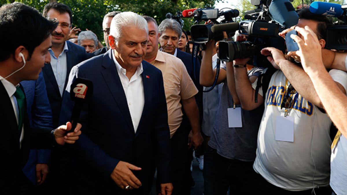 Cumhur İttifakı adayı Binali Yıldırım, AK Parti İl Başkanlığı'na geldi