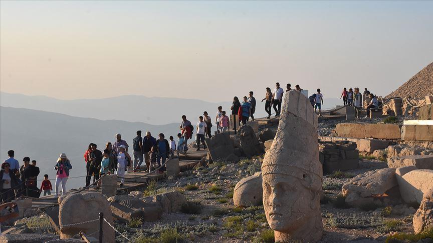 Anlatılanlardan da güzel: Nemrut Dağı