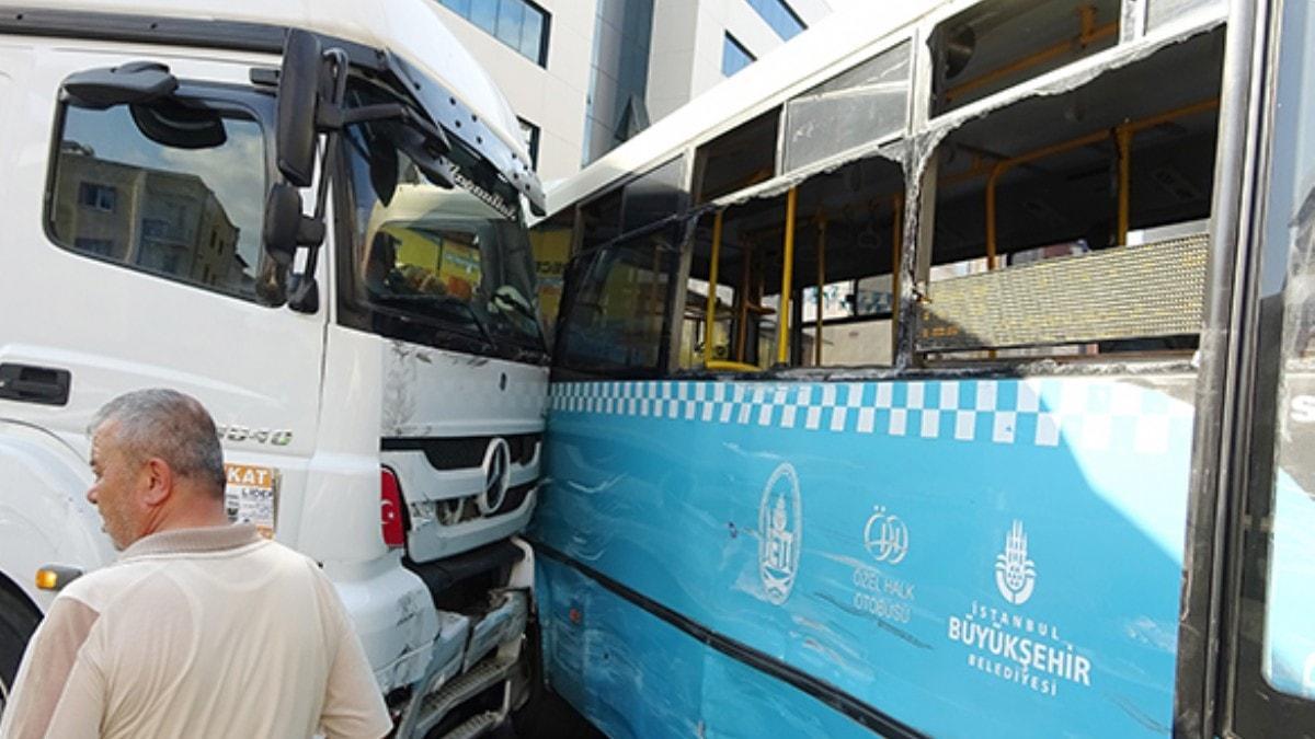 Tuzla'da hafriyat kamyonu halk otobüsüne çarptı: 10 yaralı