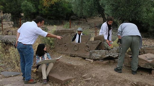 Aigai Antik Kenti'nde bulunan 3 bin mezar tarih sayfalarını aydınlatacak