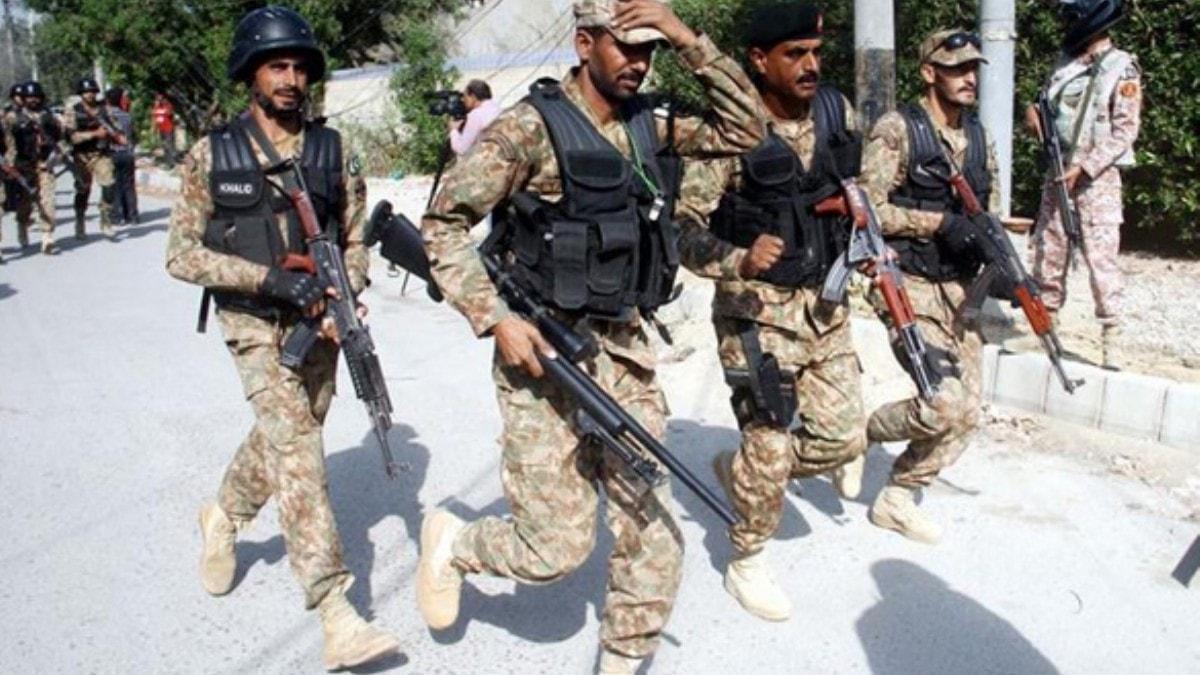 Pakistan'da iki saldırıda 10 asker hayatını kaybetti