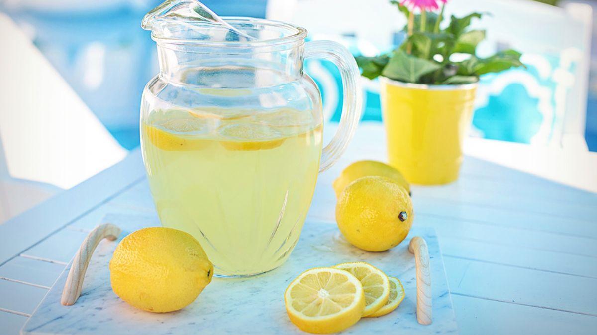 """Ferahlatan ev yapımı limonata nasıl yapılır"""""""
