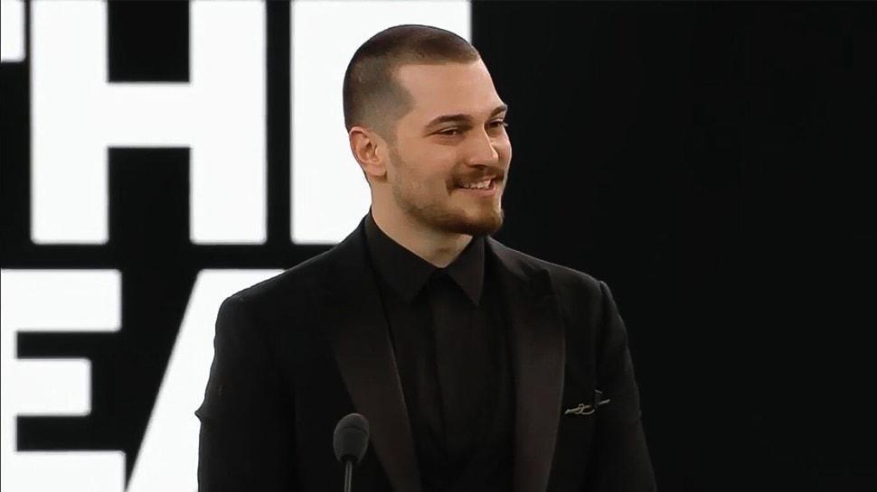 Çağatay Ulusoy'un gurur gecesi! Ortadoğu'da 'Yılın Televizyon Yıldızı' seçildi!