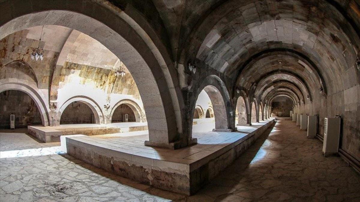 Ejder Kervansarayı ziyaretçilerini tarihi yolculuğa çıkarıyor