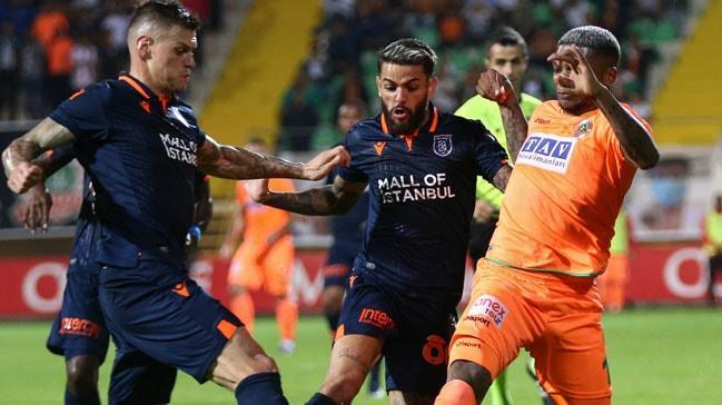 Süper Lig'de lider Aytemiz Alanyaspor, Medipol Başakşehir ile golsüz berabere kaldı