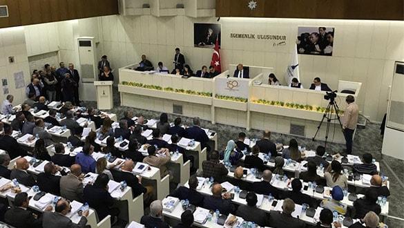 İstanbul'daki arazi İzmir Belediye Meclisi'nde tartışma çıkardı! AK Parti: 7 ayda neyimiz yok satılmaya başlandı