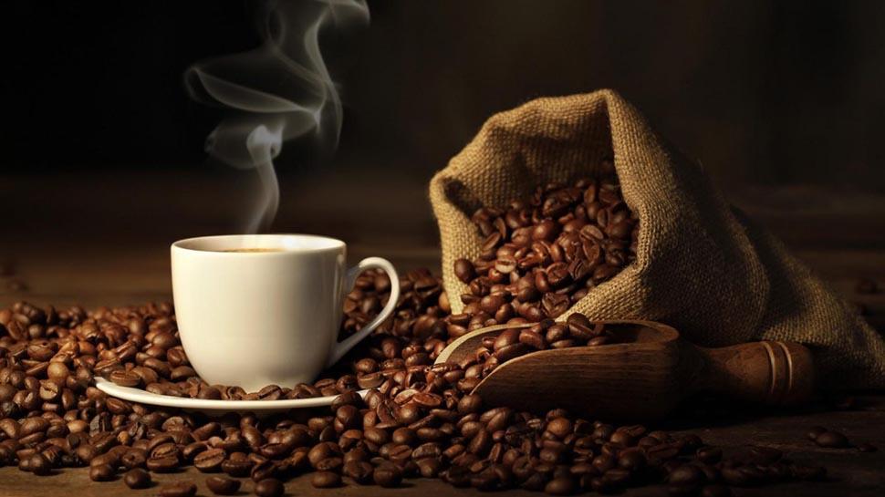 Çay değişik türde ve miktarlar besin ögelerini içersede günlük kullanım miktarı çok az olduğundan beslenmeye bir katkısı yoktur. Ancak içerisine isteğe bağlı eklenen süt, şeker vb. besinlerin değeri hesaplanabilir.