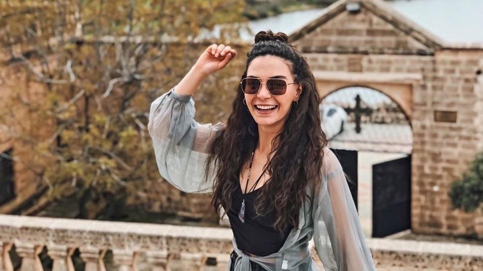 """Hercai'nin yıldızı Ebru Şahin'e Murat Cemcir'den ilginç soru: Photoshop değil, değil mi bu"""""""
