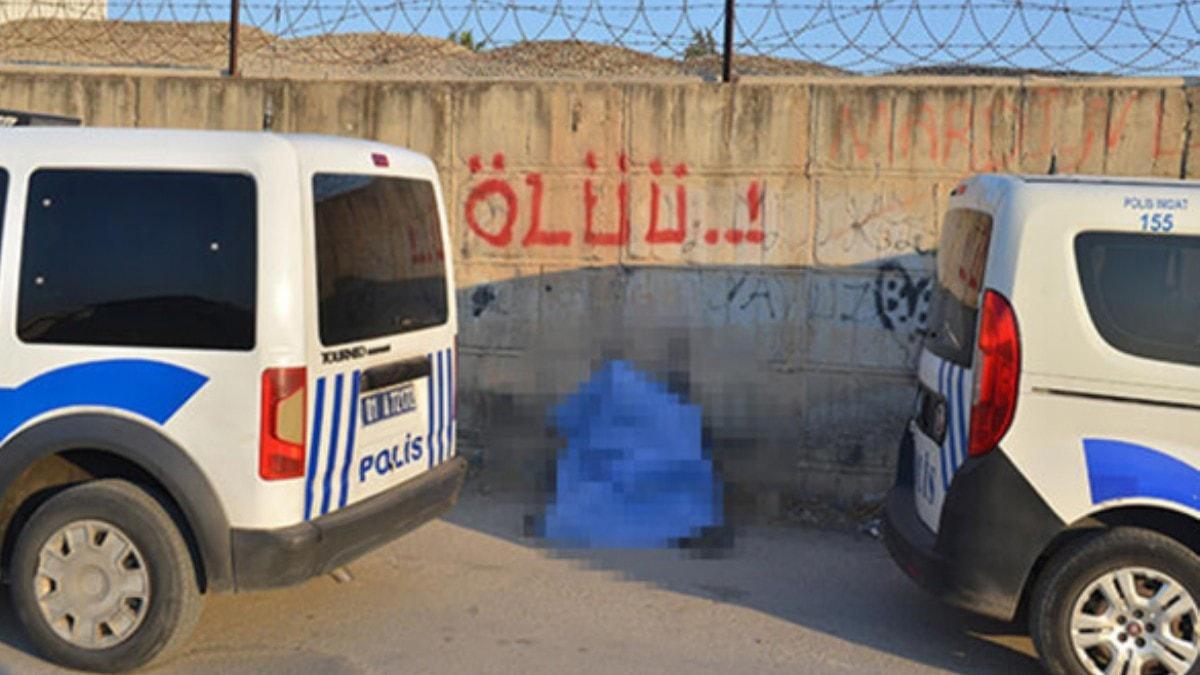 Sokak ortasında ölü bulundu! Duvardaki yazı şaşkına çevirdi