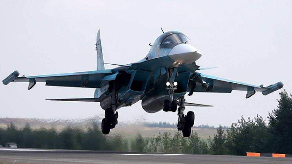 Su-34 uçaklarından oluşan filo, Urallarda eğitim uçuşlarına başladı